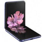 「Galaxy Z Flip」の公式写真?縦に折りたたむ
