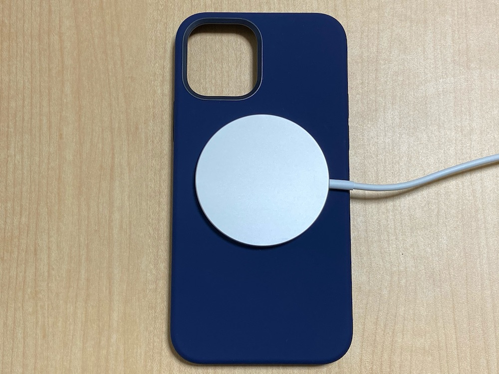 Apple純正ケースとMagSafe充電器