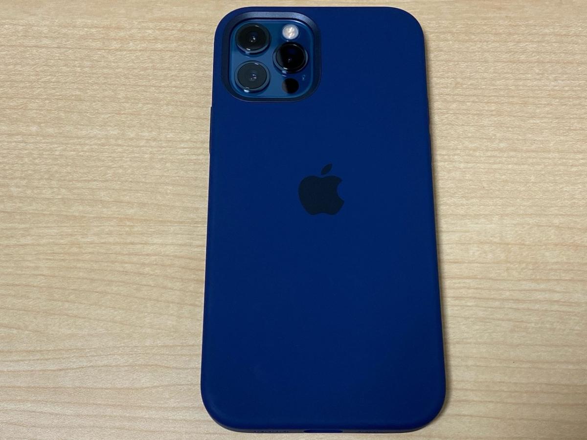Apple純正のケースと