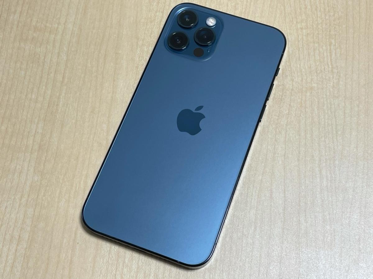 iPhone12 Pro。パシフィックブルー