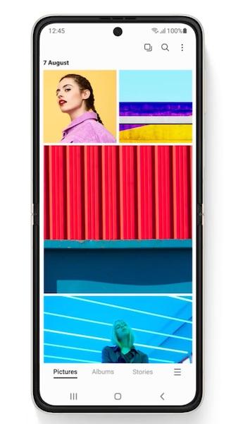 Galaxy Z Flip3 5Gのメインディスプレイ