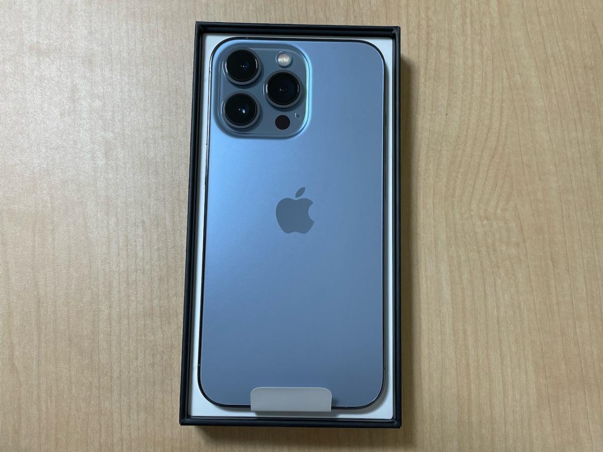 iPhone13 Pro。シエラブルー