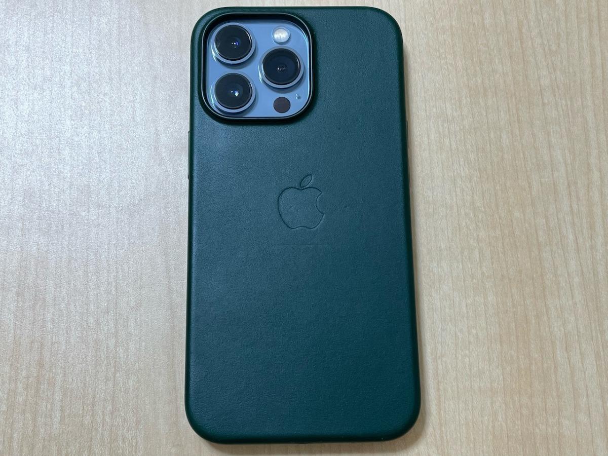 iPhone13 ProのApple純正レザーケース