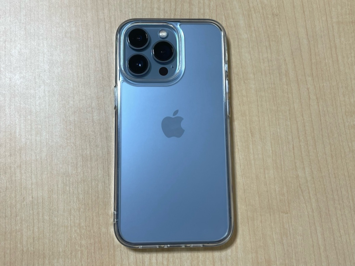 iPhone 13 Proをケースに装着